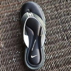 Nike comfort footbed flip flops size 10